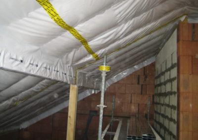 Gedämmte Dachschrägen mit Zwischensparrendämmung und Dampfbremsfolie