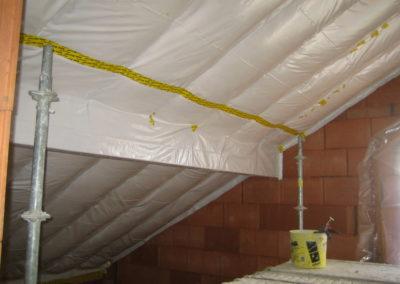 Verklebung von Folienüberlappungen und Kabel/ Rohrdurchführungen