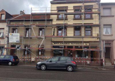 Vorher: Auch hier eine sehr veraltete und verschmutzte Fassade mit viel Potenzial zur neugestaltung