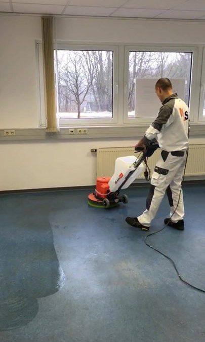 Auch eine ordentliche Grundreinigung und Bodenbelag- Pflege wird für unsere Kunden durchgeführt