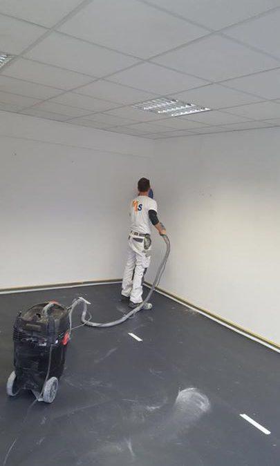 Nach dem Anstrich der Räume wünscht der Kunde auch eine gründliche Reinigung und und Pflege des Bodenbelages